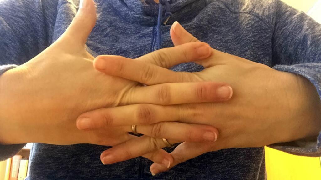 MYTE: Knekkelyder er ikke et tegn på leddgikt, slik mange tror. Det er også helt ufarlig. Foto: Lommelegen