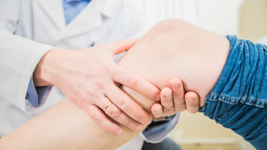MENISKSKADE OG DIAGNOSE: Legen vil undersøke deg, men røntgen eller MR må benyttes for å utelukke andre knetilstander. Foto: NTB Scanpix/Shutterstock