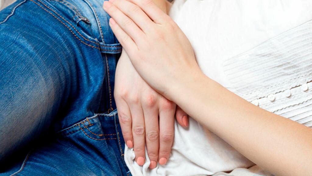 SMERTER I UNDERLIVET OG NEDRE DEL AV MAGEN: Kan ha mange ulike årsaker. Foto: NTB Scanpix/Shutterstock