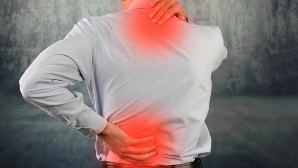 SYMPTOMER VED POLYMYOSITT: Det er særlig musklene nærme sentrum i kroppen som rammes, for eksempel hofte, nakke og skuldre. Musklene kan minke i størrelse, svekkes og bli smertefulle. Foto: NTB Scanpix/Shutterstock
