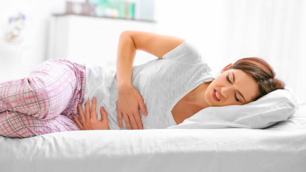 MAGESMERTER: Ved bukspyttkjertelbetennelse er symptomene smerter øverst i magen. Smertene stråler ut til ryggen og til venstre side.  Foto: NTB Scanpix/Shutterstock