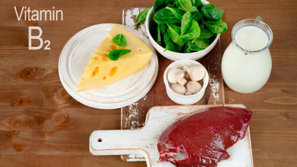 MAT MED VITAMIN B2: Vitamin B2 finnes i alle grønne planter. Melk, egg og kjøtt inneholder også mye vitamin B2.  Foto: NTB Scanpix/Shutterstock