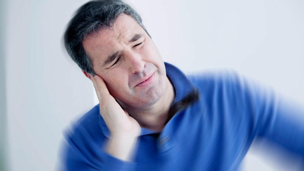 ANFALL MED SVIMMELHET: Ménières sykdom starte ofte med rene svimmelhetsanfall, men etter hvert kommer det også kraftig øresus og dottfølelse i det ene øret under anfallene. Foto: NTB Scanpix/Shutterstock