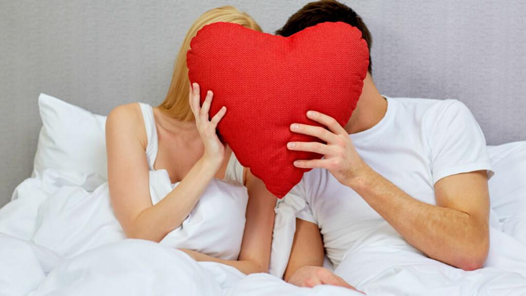 MINIMAL RISIKO: Redd for å få hjerteinfarkt under samleie? Det er større sjanse å bli truffet av lynet! Foto: NTB Scanpix/Shutterstock