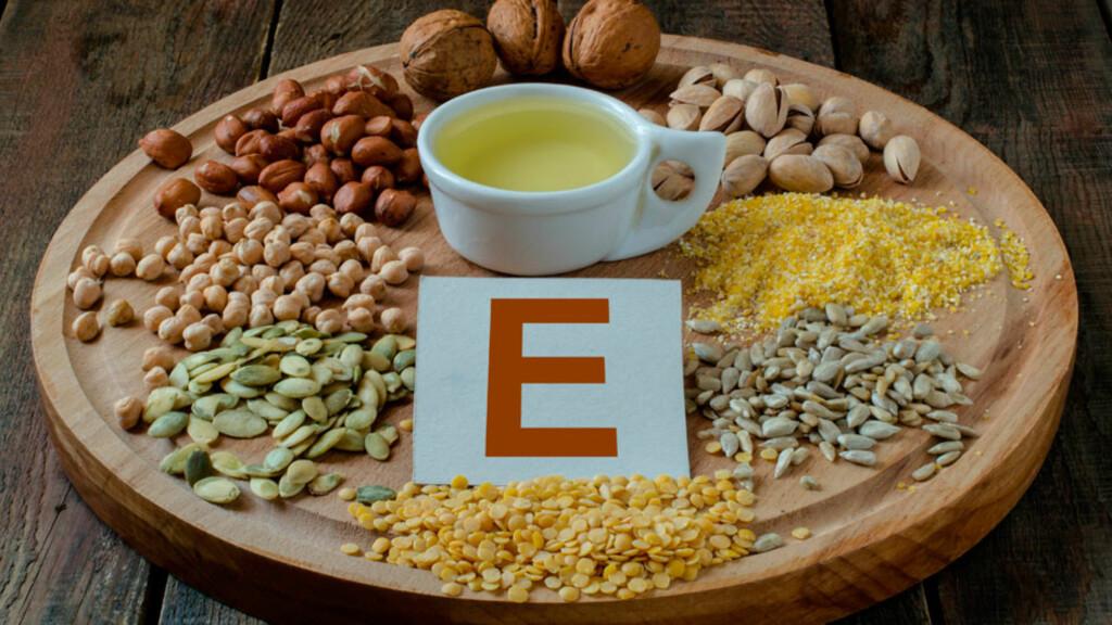 MAT MED VITAMIN E: Hvetekimolje, solsikke olje, rapsolje, nøtter, egg og helkornprodukter er gode E-vitaminkilder. Foto: NTB Scanpix/Shutterstock