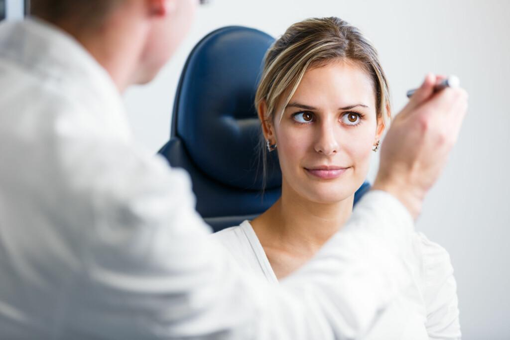 Synsundersøkelse: Mange har dårlig syn uten å vite om det. Foto: NTB Scanpix