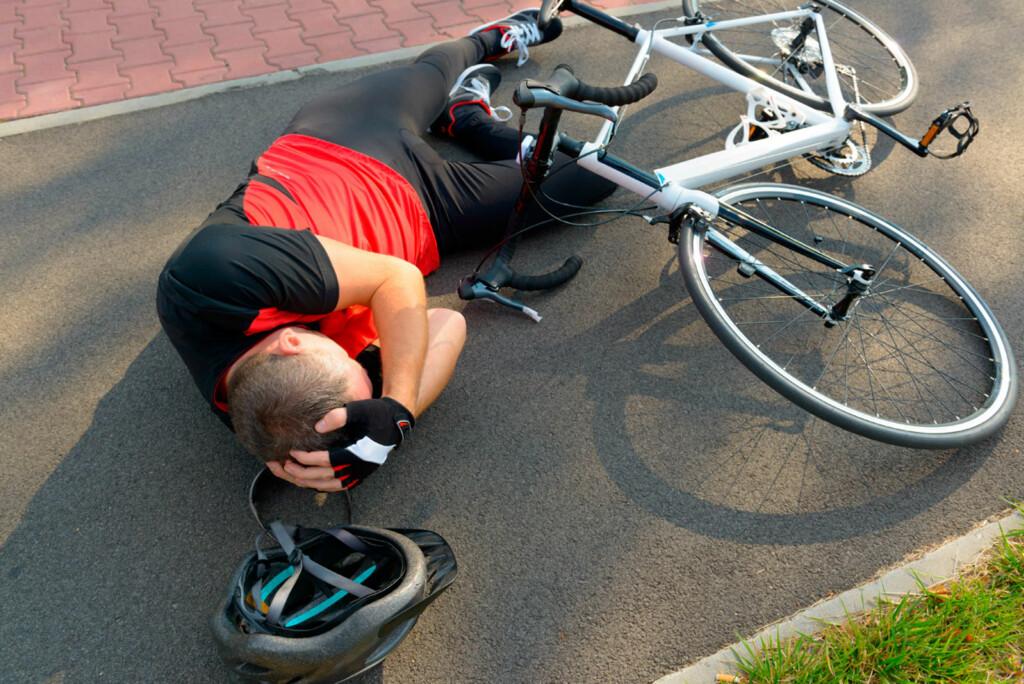 HODESKADER: Ulykker ved sportsaktivitet er ikke uvanlig. Hjelm er viktig for å forebygge alvorlig hodeskade. Foto: NTB Scanpix/Shutterstock