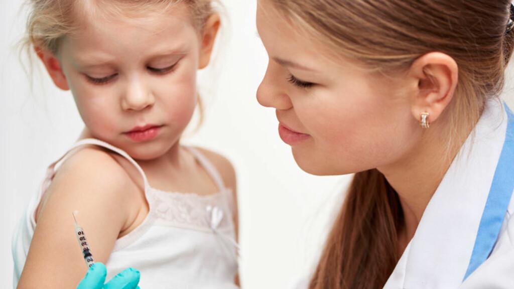 VAKSINE: Selv om det gjør bittelitt vondt, er alternativet til vaksinestikket mye verre... Foto: NTB Scanpix/Shutterstock