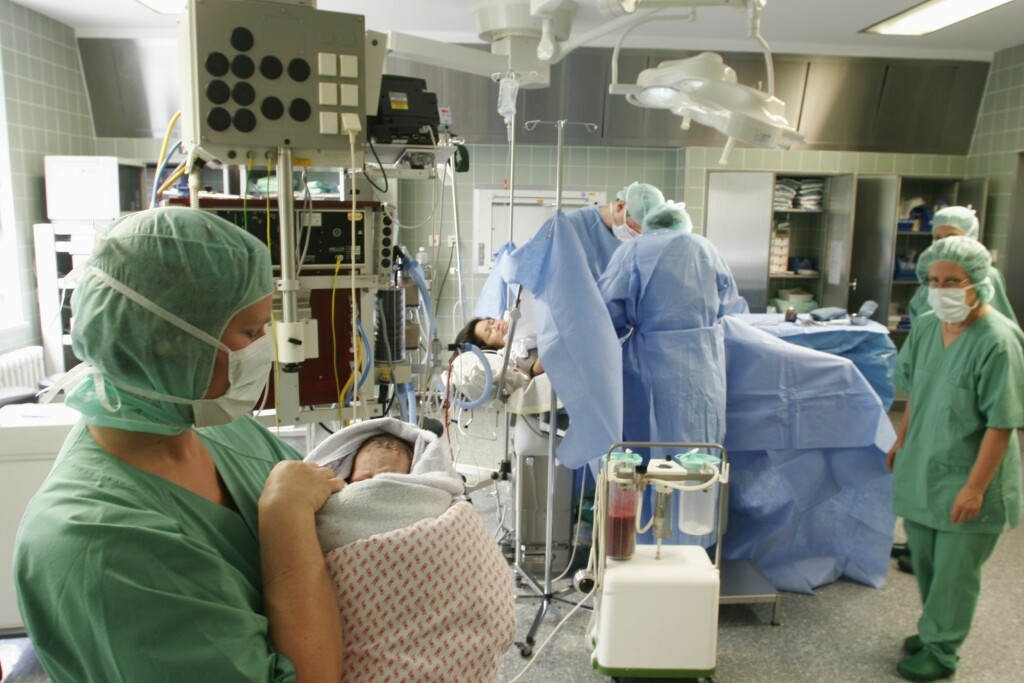 KEISERSNITT: Er et kirurgisk inngrep som gjøres både i våken tilstand med spinalbedøvelse og i narkose.  Foto: Scanpix