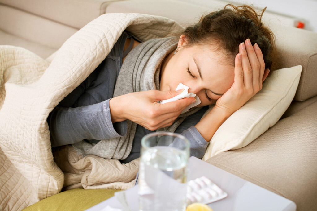 Alt Text  JOBB ELLER IKKE? Mange lurer på om de bør gå på jobb eller bli hjemme med influensa. Det kommer rett og slett an på hvor syk man er - og litt hva man jobber med. Foto: NTB Scanpix/Shutterstock