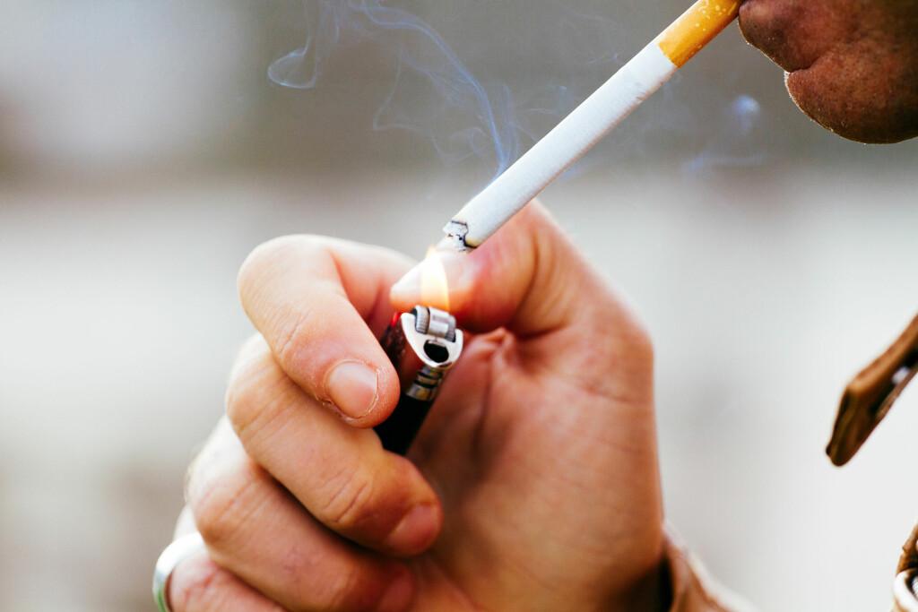 BEDRE Å KUTTE RØYKEN HELT: Å redusere antall daglige sigaretter er et skritt i riktig retning, men Helsedirektoratet anbefaler likevel brå røykeslutt.  Foto: Shutterstock
