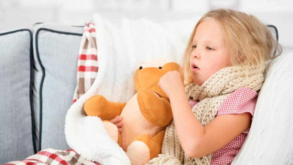 FALSK KRUPP: Hvesende pust og gjøende (bjeffende) hoste etter leggetid er vanligs symptomer. Foto: NTB Scanpix/Shutterstock