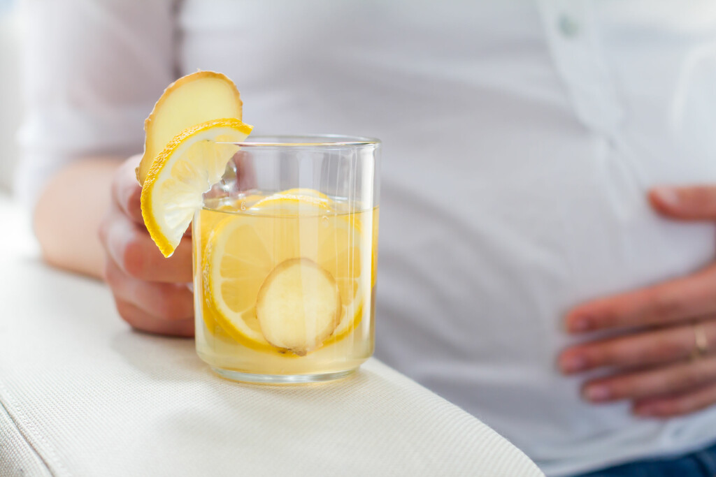 INGEN SUPEREFFEKT: Sitronvann har ingen dokumenterte effekter, men at det smaker godt og er sunnere enn brus er det ingen tvil om. Foto: NTB Scanpix/Shutterstock
