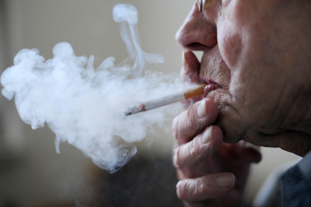RØYKESLUTT: Det finnes utrolig mange måter å slutte å røyke på, men hvilke fungerer best? Foto: NTB Scanpix