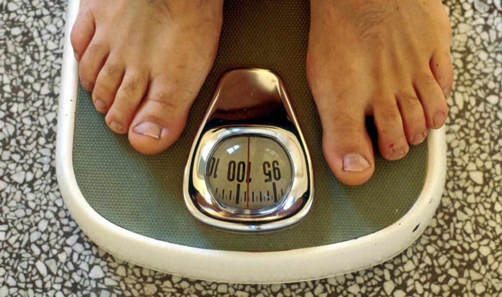 EKSTRA JULEKILO? Å gå ned to-tre kilo er ikke så vanskelig, men å ikke gå opp igjen er vanskeligere. Derfor anbefaler ekspertene varige kostholdsendringer for å holde vekta.  Foto: NTB SCANPIX