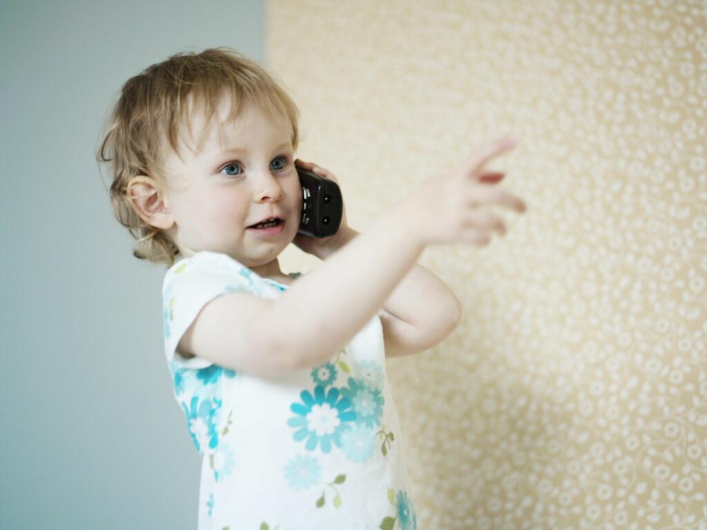 Barn lærer ikke å snakke av seg selv. Det er viktig at du søker hjelp dersom du er bekymret for barnets språkutvikling.  Foto: Scanpix