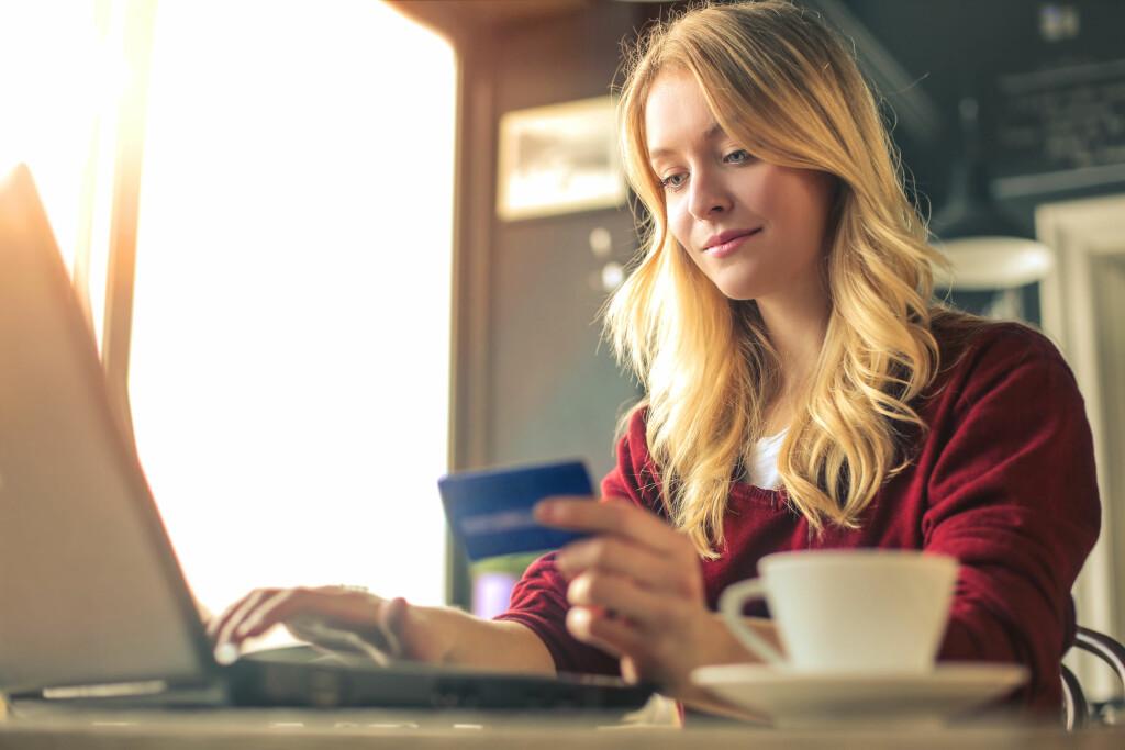 ANONYM PÅ NETTET: Produkter som kundene ønsker en høy grad av diskresjon rundt er populære på nett.  Foto: Shutterstock