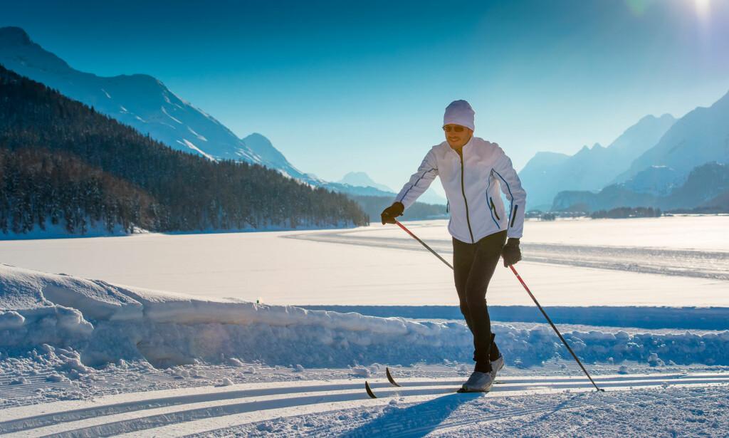MANGE HELSEFORDELER: Ikke bare en fin naturopplevelse i frisk luft. Kroppen din oppnår også mange helsefordeler hvis du er ivrig på langrennski. Foto: NTB Scanpix/Shutterstock