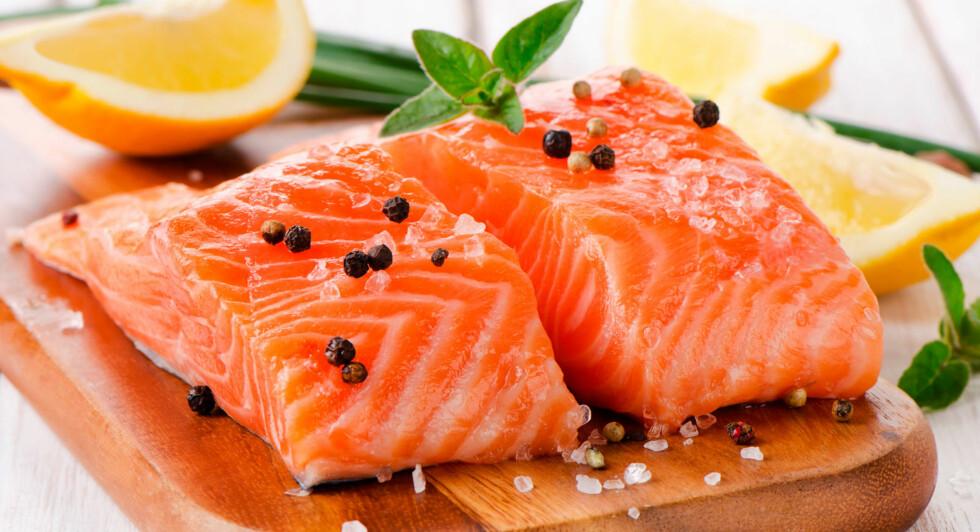 ALLERGI MOT FISK: Kroppen reagerer på proteiner i fisken umiddelbart etter inntak. Mageplager, utslett og rennende øyne kan være symptomene. Foto: NTB Scanpix / Shutterstock