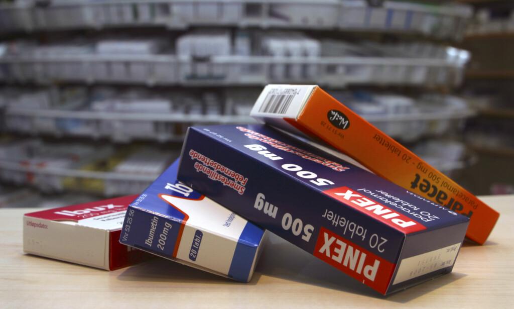 SMERTESTILLENDE UTEN RESEPT: Selges på apotek, i butikk eller på Internett. Enkelte kan gi økt risiko for hjertesykdom. Foto: NTB/scanpix