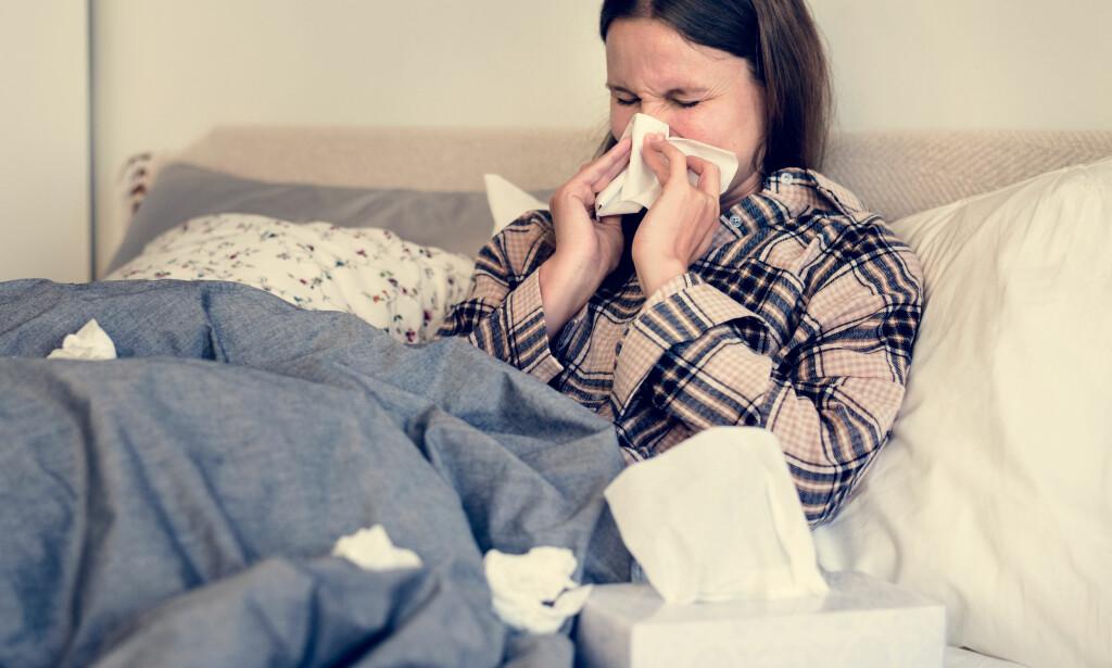 SLIK SMITTER INFLUENSA: Influensa-viruset smitter veldig lett, derfor bør du passe på at du unngår bakteriebombene som kommer fra de som allerede er smittet. FOTO: NTB Scanpix