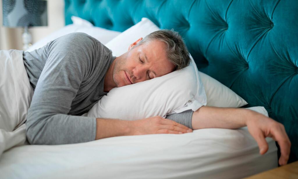 SØVNFASER: Søvnen din deles inn i ulike stadier. Disse kan kartlegges ved hjelp av søvnregistrering. Dette heter polysomnografisk undersøkelse, og den kan påvise ulike søvnforstyrrelser. Foto: NTB Scanpix/Shutterstock.