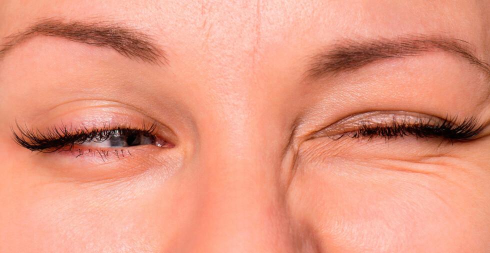 TICS: Motoriske tics kan for eksempel inkludere blunking, hodebevegelser, rynking med nesen. Noen kan også ha vokale tics som kan være meningsløse utsagn eller lyder, og kan inkludere hosting, grynting, snufsing Foto: NTB Scanpix/Shutterstock
