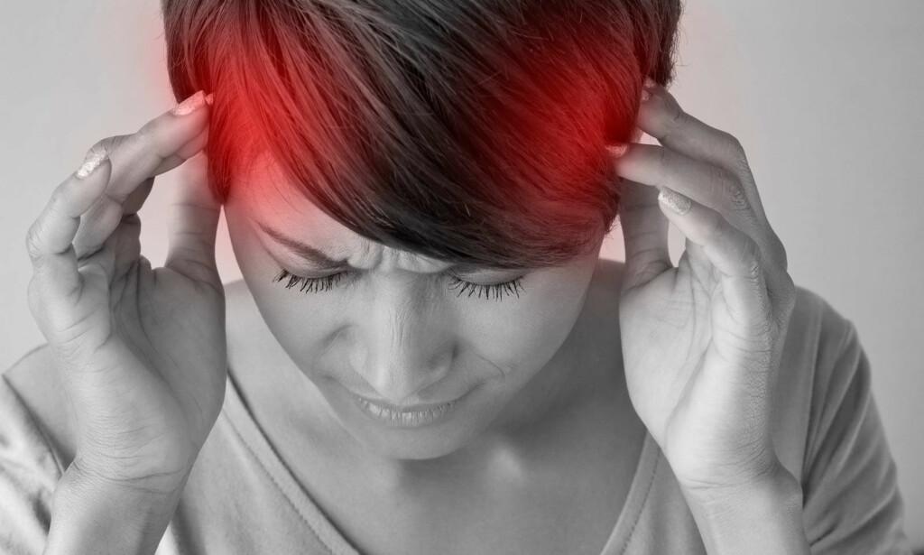 MIGRENE NÅR MAN HAR MENSEN: Når man får mensen faller østrogennivået. Det er dette som utløser migrene hos mange. Foto: NTB Scanpix/Shutterstock