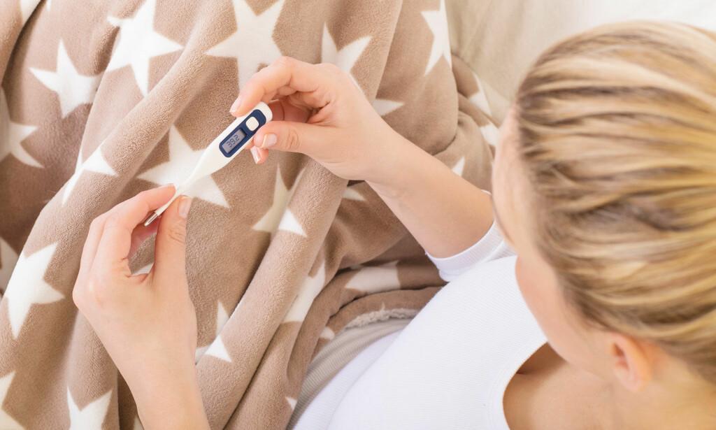 FEBER HOS BARSELKVINNE: Ved feber 38 grader eller høyere skal lege alltid kontaktes. Foto: NTB Scanpix/Shutterstock