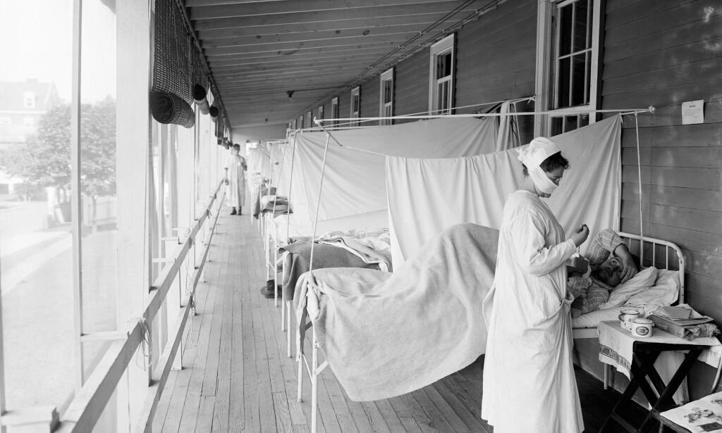 MANGE PASIENTER: Bilde fra sykehus i Washington i 1918. Sykehusene var overfylt av pasienter med spanskesyken. Foto: NTB Scanpix/Rex Shutterstock Fotograf:Granger/rex