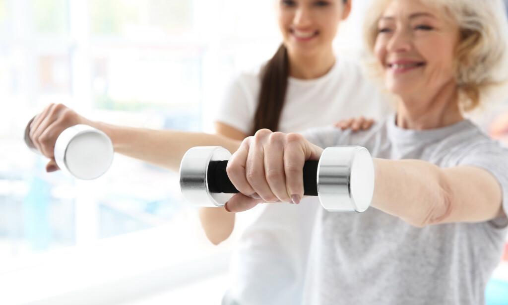 FYSISK AKTIVITET: Trening er viktig forebyggende behandling mot benskjørhet. Det finnes også viktige endringer man kan gjøre i eget kosthold for å redusere risikoen for sykdommen. Foto: Scanpix / Shutterstock.