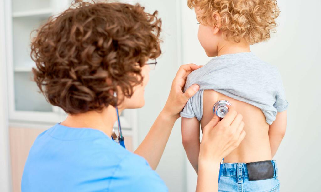 LEGEVAKT: Ved tung pust hos barn skal terskelen for å oppsøke lege eller legevakt være svært lav. Foto: NTB Scanpix/Shutterstock