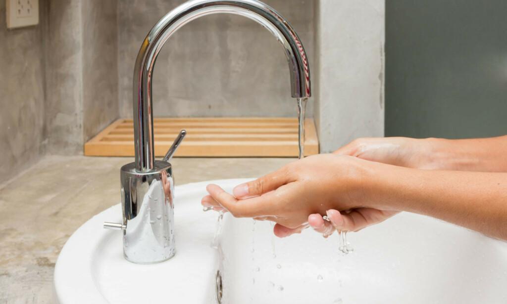 HÅNDVASK: VAsk alltid hendene etter dobesøk og før du skal spise. Følger du dette rådet er risiko for sykdom mindre. Foto: NTB Scanpix/Shutterstock