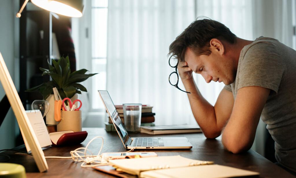 JOBB OG FAMILIE: I det moderne samfunnet er ting som jobb og karriere, i kombinasjon med familie og annet ansvar, viktige årsaker til stress for mange mennesker. Foto: NTB Scanpix / Shutterstock