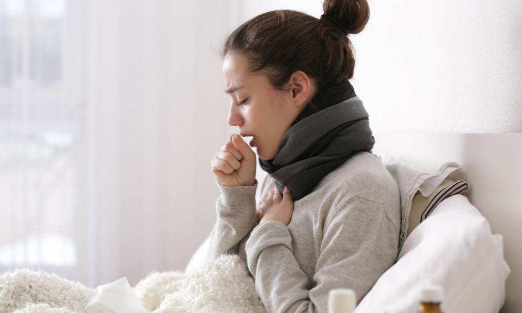 LUNGEBETENNELSE: Feber og hoste er vanlige symptomer ved lungebetennelse. Foto: Stockfoto / NTB Scanpix
