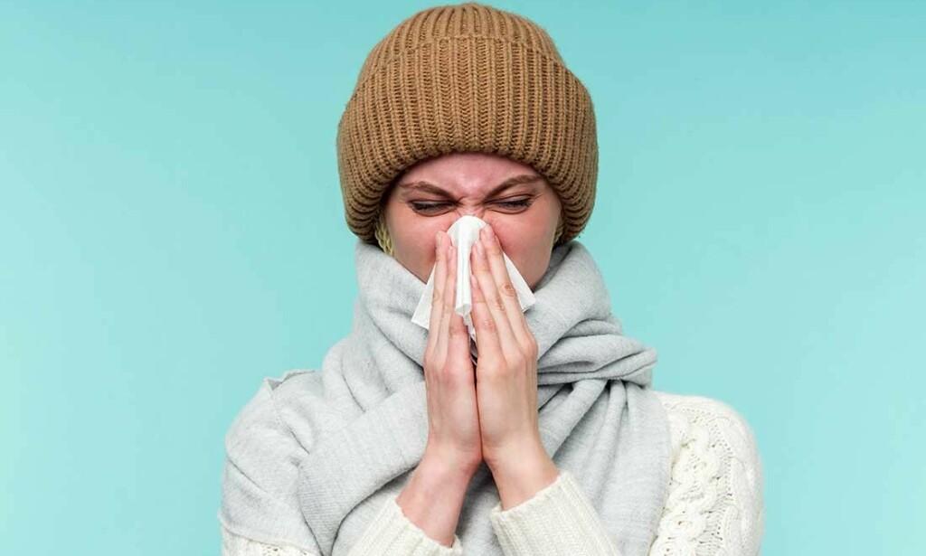 DETTE BETYR SNØRRFARGEN: Tynt, vannfarget snørr er vanligst ved forkjølelse. Farget slim med stygg lukt kan ha en bakteriell årsak. Foto: NTB Scanpix/Shutterstock