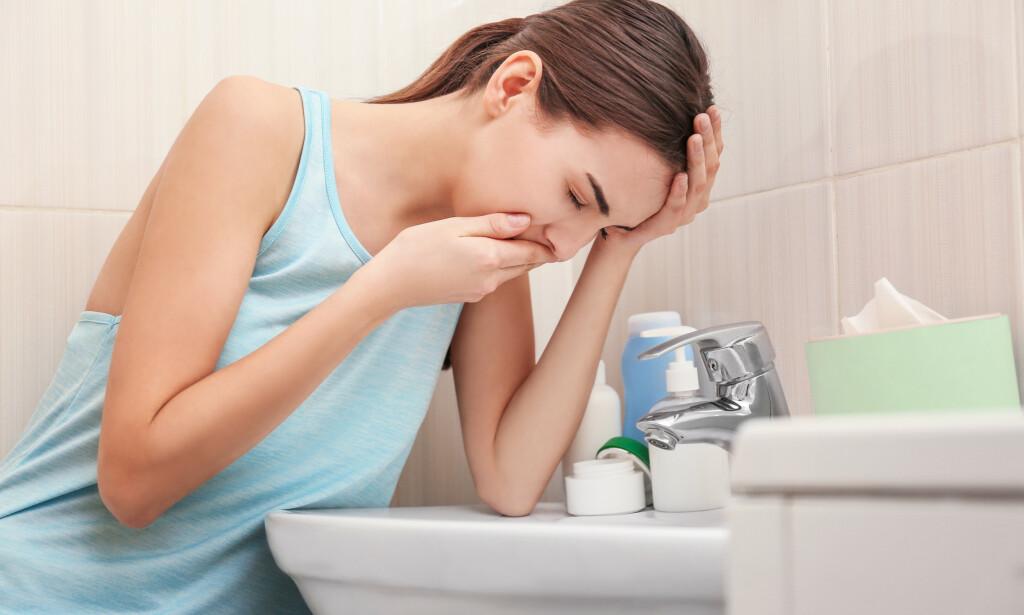 KVALME: Tre reseptbelagte medikamenter kan hjelpe mot kvalme. Ved oppkast er det viktig å drikke nok for å ikke bli dehydrert. Foto: Shutterstock / NTB Scanpix