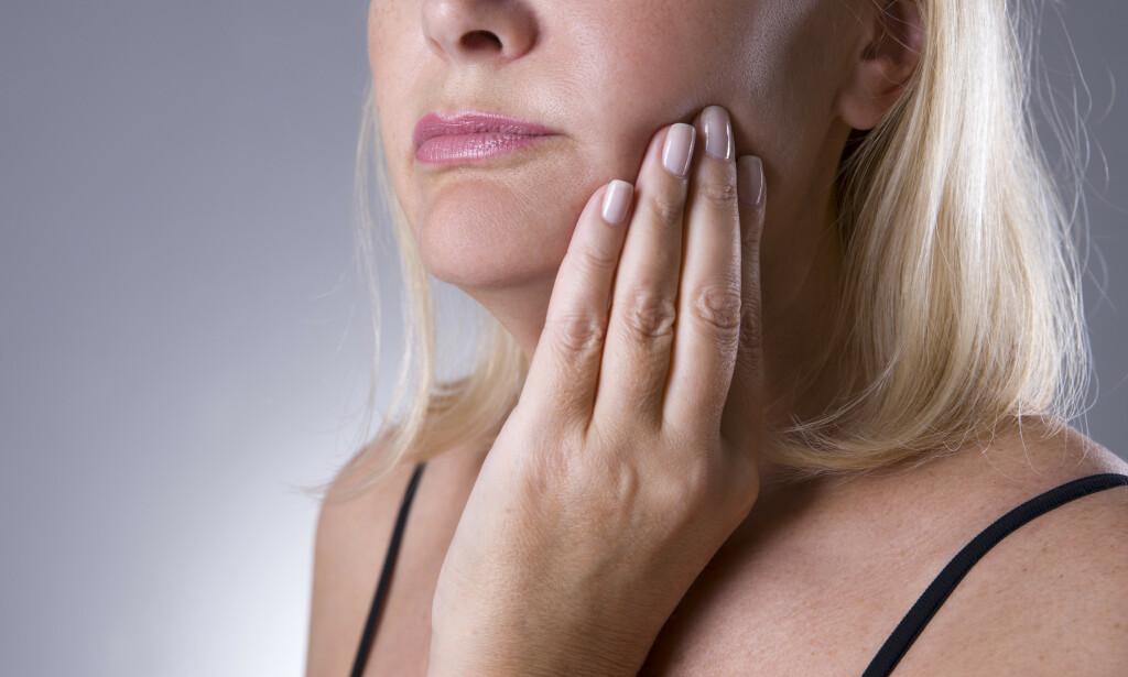 KJØNNSFORSKJELL: Brennende munn-syndrom sees i all hovedsak hos eldre kvinner, og man tror at hormonelle faktorer kan være en viktig årsak til dette. FOTO: NTB Scanpix / Shutterstock