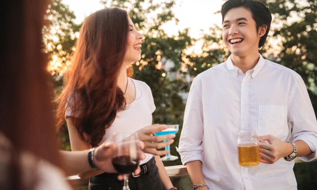 ALKOHOL: Rundt 1/3 av asiatere får asian flush når de drikker alkohol. Foto: Shutterstock / NTB Scanpix