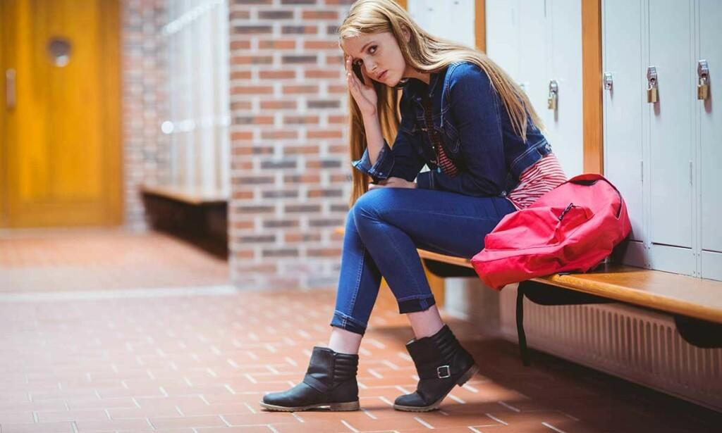 ER DET NOE GALT MED MEG? Mange tenåringer og unge voksne opplever sosial angst. Det er mulig å bli kvitt angsten, men det krever en innsats. Foto: NTB Scanpix/Shutterstock