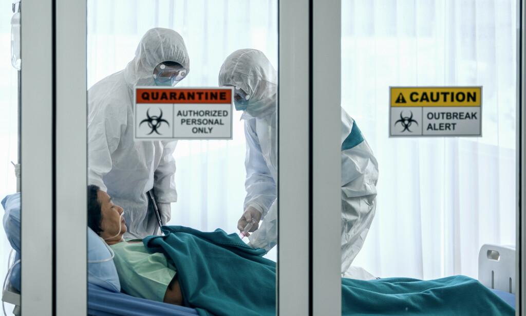 BEHANDLING VED CORONAVIRUS: Behandlingen av alvorlig syke med coronavirus gjøres på sykehuset under strenge smittevernregimer. Foto: NTB Scanpix/Shutterstock.