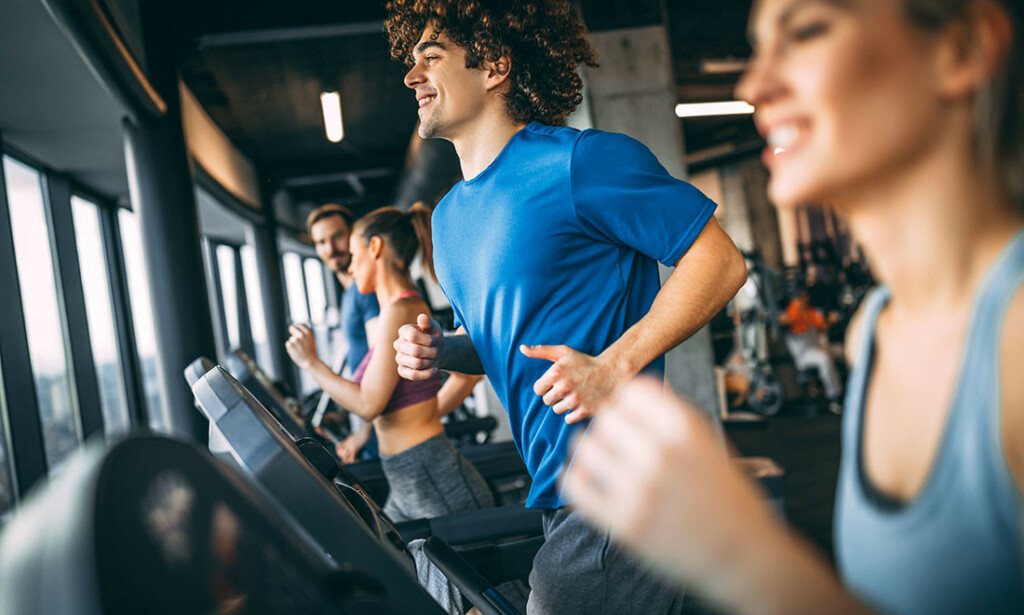 TO METERS AVSTAND: Ved hard kondisjonstrening på treningssentrene skal det nå være minst to meter avstand. Foto: NTB Scanpix/Shutterstock