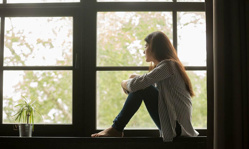 ENSOM? I enkelte perioder av livet kan man føle seg ensom. For mange studenter kan den første tiden man flytter til et nytt sted være vanskelig. Illustrasjonfoto: Shutterstock/NTB