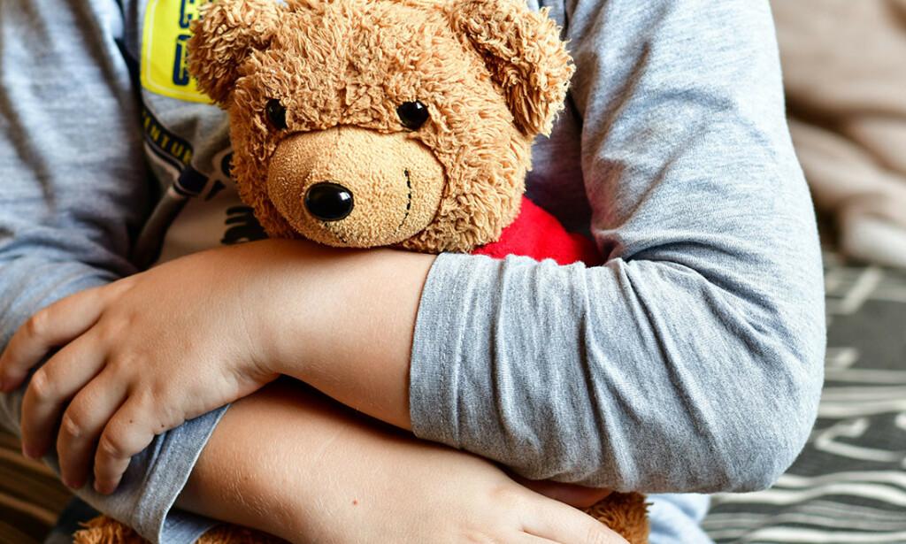 SYKDOM ER EN DEL AV LIVET: Barn trenger å erfare at det ikke er farlig å snakke sammen om det som er trist. Foto: GK1982 / Shutterstock / NTB