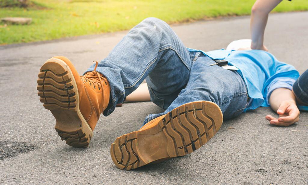 BESVIME: De fleste besvimer fordi det er en endring i blodtrykket, som gir blodtrykksfall. Foto: NTB Scanpix