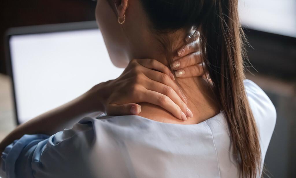 MUSKELSPENNINGER: Muskelspenninger, særlig i nakke og skuldre er ikke uvanlig. Foto: fizkes / NTB