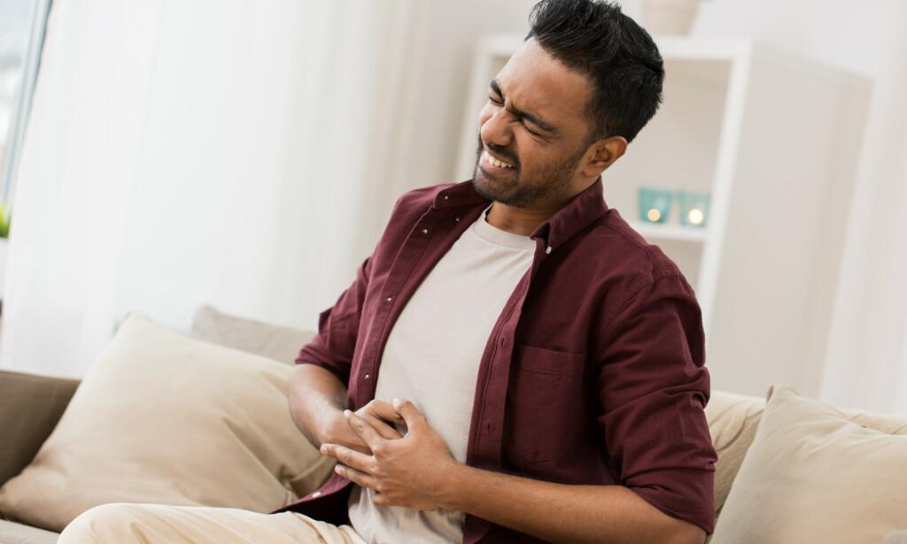TARMSLYNG: Magesmerter er ett av symptomene på tarmslyng. Foto: Syda Productions / NTB