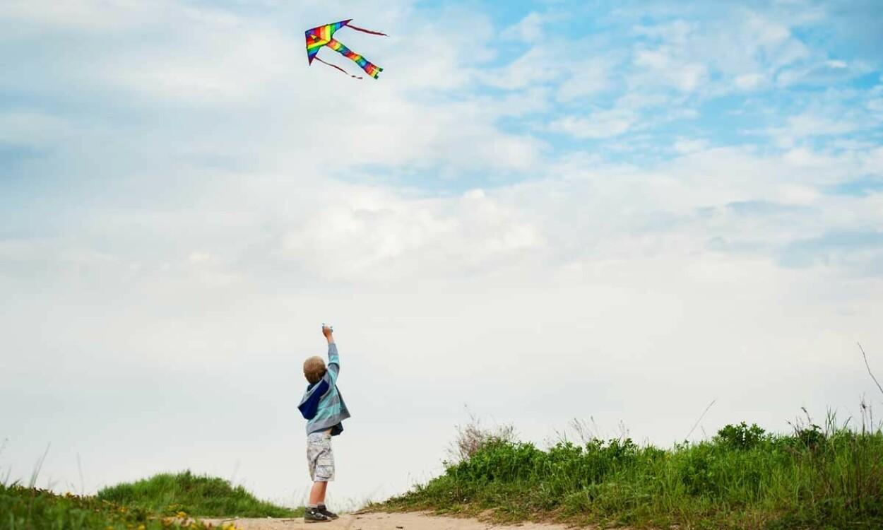 MINDRE SOSIAL LEK: Barn med asperger liker alenelek og er mindre opptatt av sosial lek enn andre barn. Illustrasjonsfoto: Yulia Vybornyh / Shutterstock / NTB