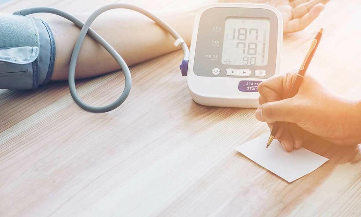 FARLIG UNDERBEHANDLING: Å ikke behandle et høyt blodtrykk kan få fatale konsekvenser. Foto: Lesterman / Shutterstock / NTB