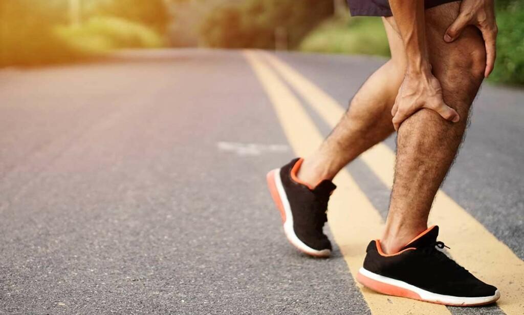 VONDT VED LØPING: Smertene i leggen oppstår mens du beveger deg, og slutter når du stopper. Foto: Rattanasak Khuentana / Shutterstock / NTB